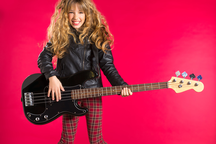 TIPS FOR PARENTS WHO ARE CHOOSING AN ELECTRIC BASS FOR A